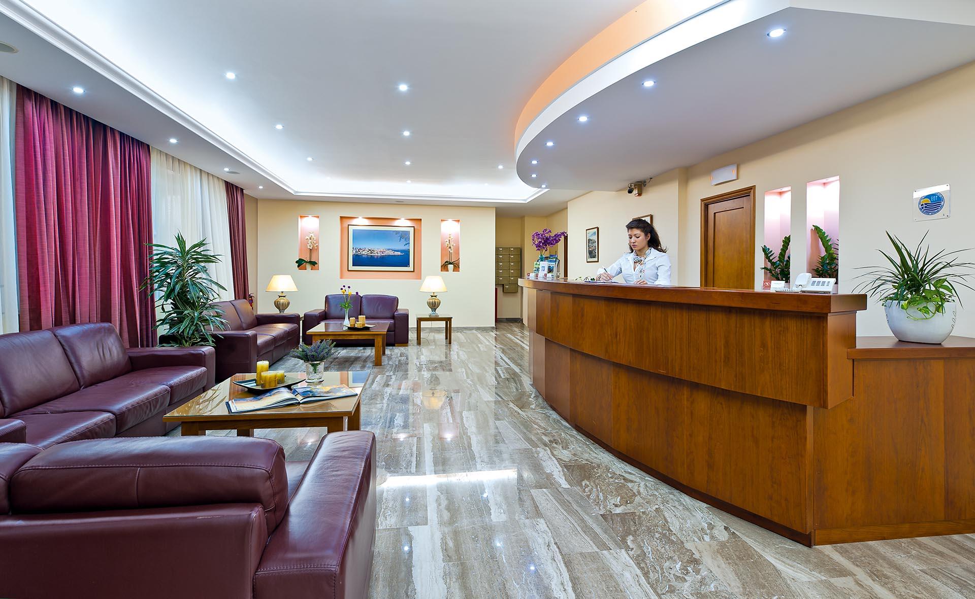 Ο χώρος υποδοχής του Ξενοδοχείου Nefeli