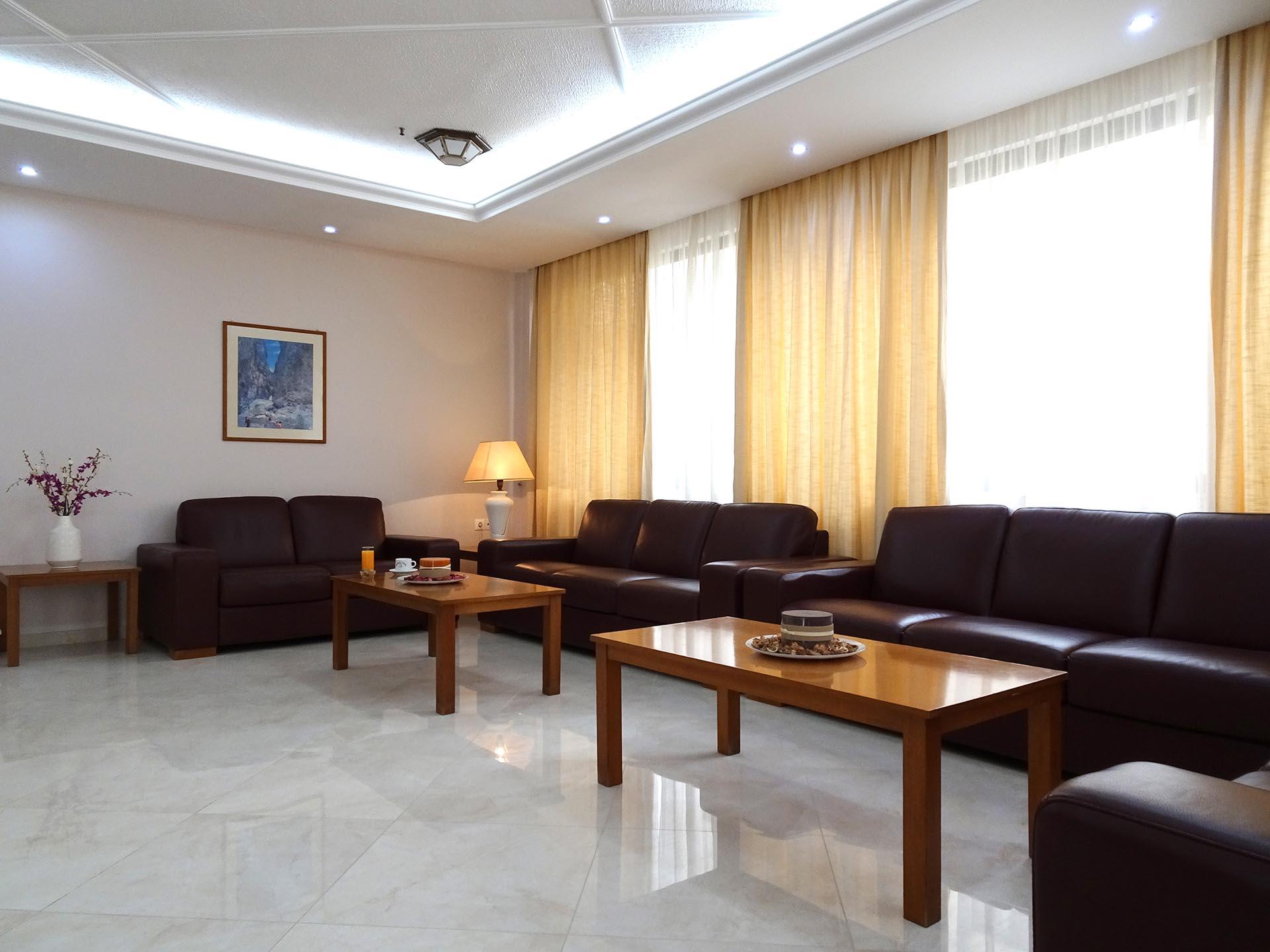 Nefeli Hotel's cozy lounge